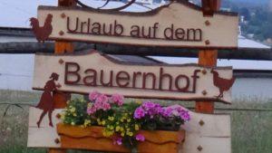 nissl-bauernhofurlaub-oberpfaelzer-wald-urlaub-am-bauernhof-schild-1450