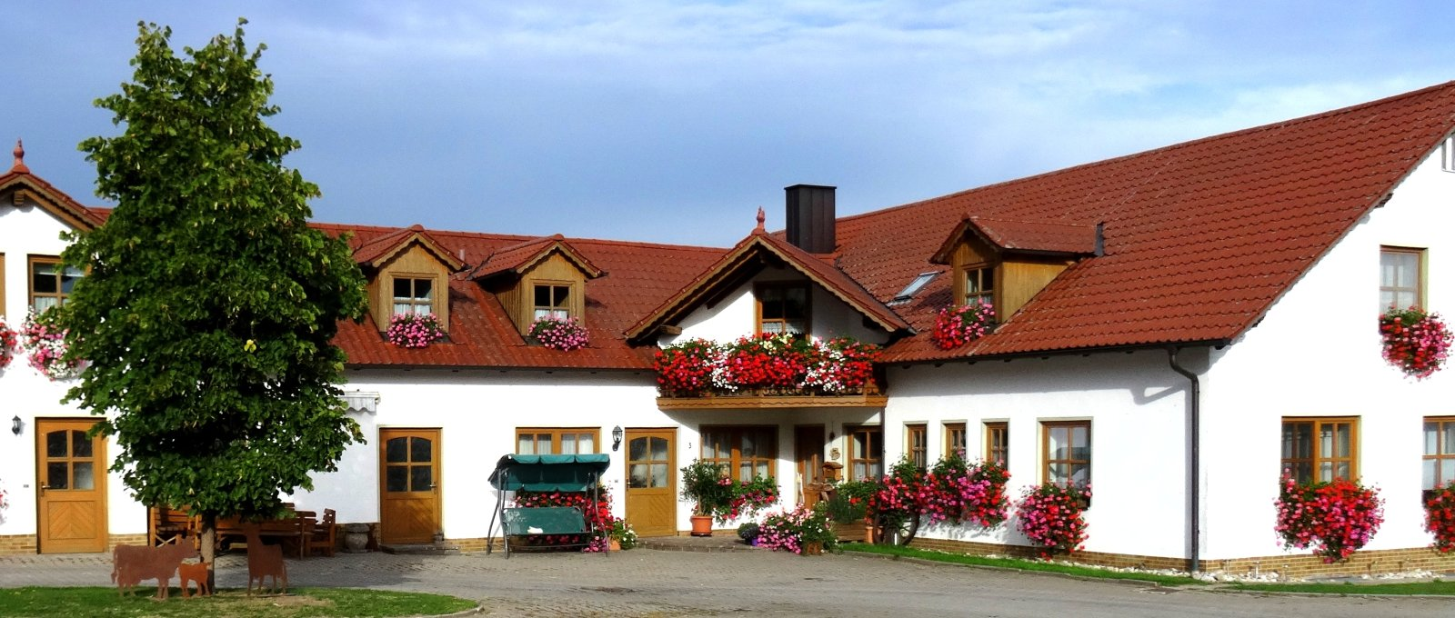 nissl-neunburg-vorm-wald-ponyhof-oberpfalz-bauernhof-panorama-1600